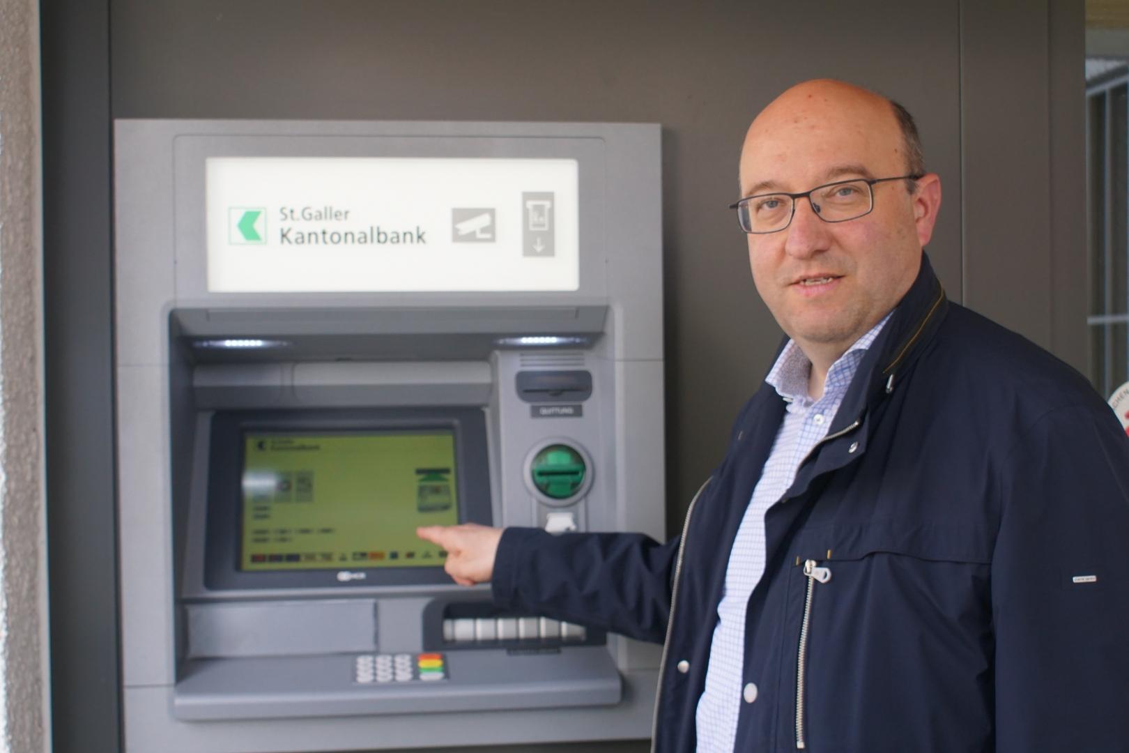 Wahlen und Sparen - Hansueli Hofer unterstützt Beat Tinner